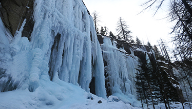 Ice climbing training courses